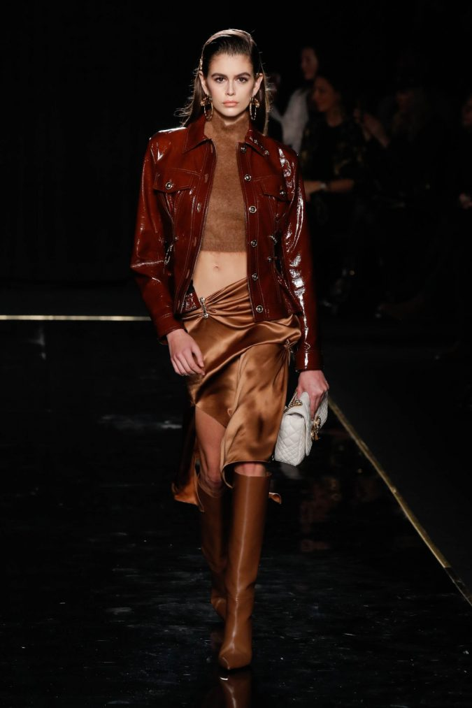 pre-fall-fashion-2019-leather-jacket-croped-turtleneck-skirt-Versace-675x1013 40+ Hottest Teenage Girls Fall/Winter Fashion Ideas in 2020