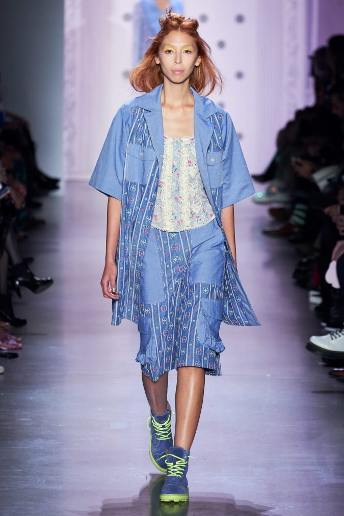 spring-summer-fashion-2020-denim-floral-outfit-Anna-Sui-675x1013 120+ Lovely Floral Outfit Ideas and Trends for All Seasons 2020