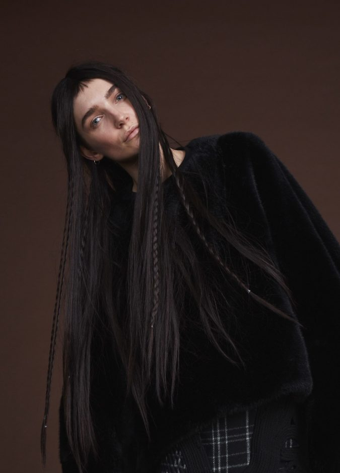 two-textures-hairstyle-fall-2020-Vera-Wang-675x938 20 Mind-blowing Fall / Winter Hairstyles for Women in 2021