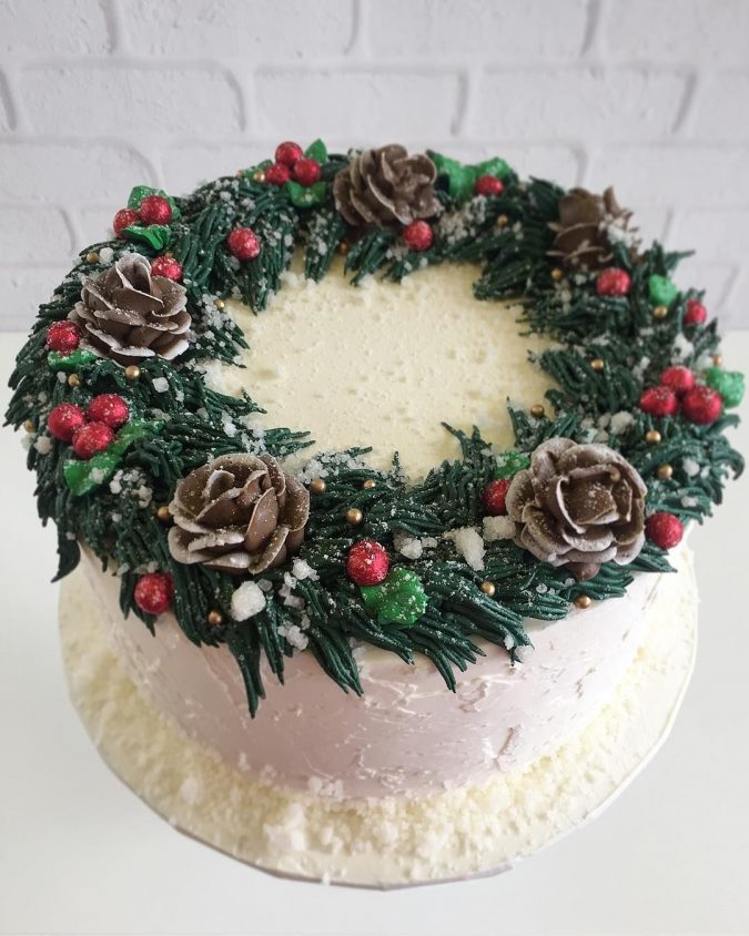 Christmas-cake-decoration-wreath-3-675x844 16 Mouthwatering Christmas Cake Decoration Ideas 2020