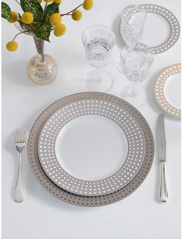 Dior-Cannage-Montaigne-dinner-plate-2 10 Breathtaking New Year's Eve Party Decoration Trends 2021