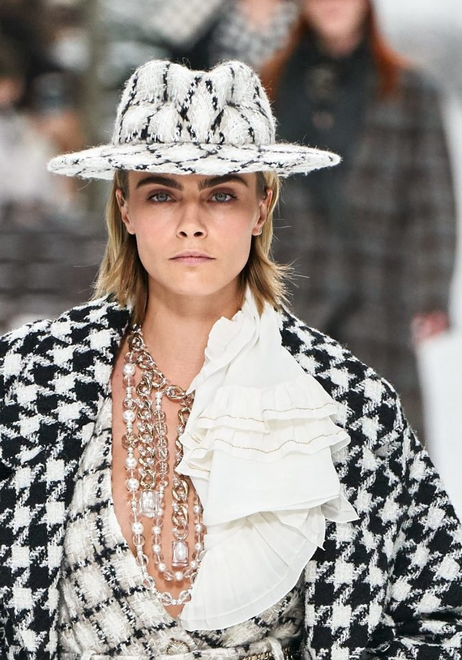 Fall-winter-fashion-2020-checked-tweed-fedora-hat-Chanel-675x964 10 Elegant Women's Hat Trends For Winter 2020