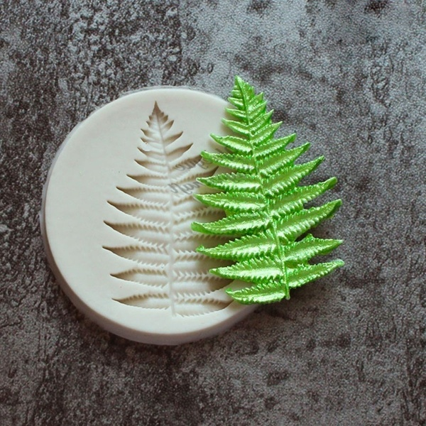 Fern-christmas-cake-decoration 16 Mouthwatering Christmas Cake Decoration Ideas 2020