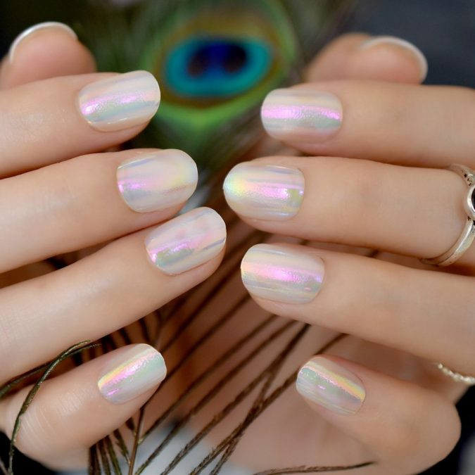 Iridescent-white-nails-2-675x675 10 Lovely Nail Polish Trends for Fall & Winter 2020