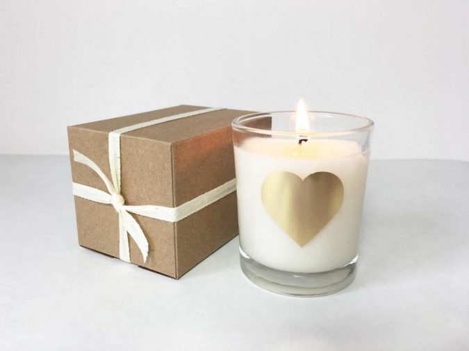 Scented-candle-675x506 Top 10 Most Luxurious Wedding Gift Ideas for Wealthy Couple