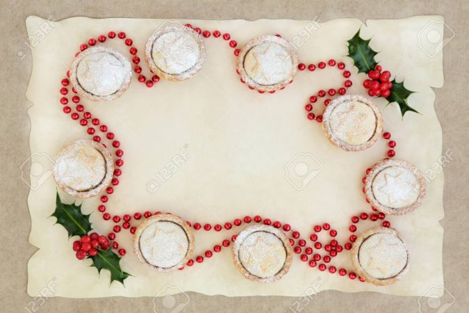 abstract-christmas-cake-decoration-mince-pies-675x450 16 Mouthwatering Christmas Cake Decoration Ideas 2020