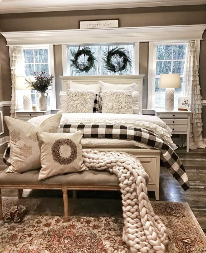 bedroom-christmas-decoration-2-675x829 50+ Hottest Christmas Decoration Ideas for 2021