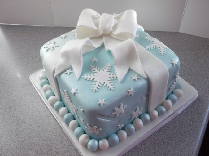 blue-Christmas-cake-2-675x503 16 Mouthwatering Christmas Cake Decoration Ideas 2020