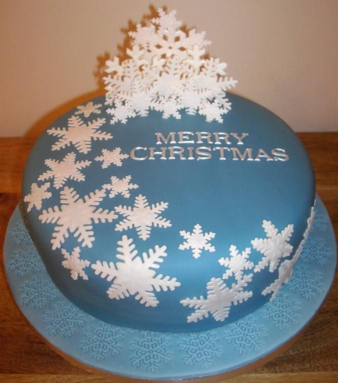 blue-Christmas-decoration 16 Mouthwatering Christmas Cake Decoration Ideas 2020