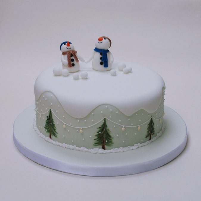 christmas-cake-Snowmen-675x677 16 Mouthwatering Christmas Cake Decoration Ideas 2020
