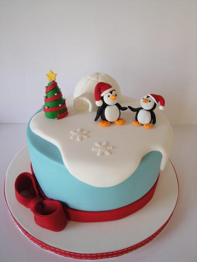 christmas-cake-decoration-tree-penguins-675x900 16 Mouthwatering Christmas Cake Decoration Ideas 2021