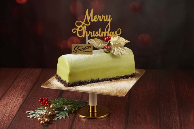 christmas-cake-geometric-stand-675x450 16 Mouthwatering Christmas Cake Decoration Ideas 2020