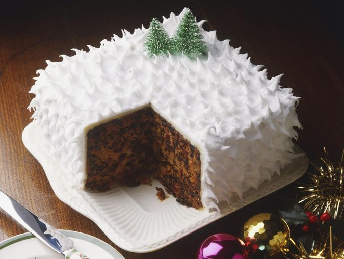christmas-chocolate-cake-white-icing-2-675x508 16 Mouthwatering Christmas Cake Decoration Ideas 2021