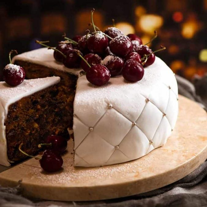 christmas-chocolate-cake-white-icing-3-675x675 16 Mouthwatering Christmas Cake Decoration Ideas 2020