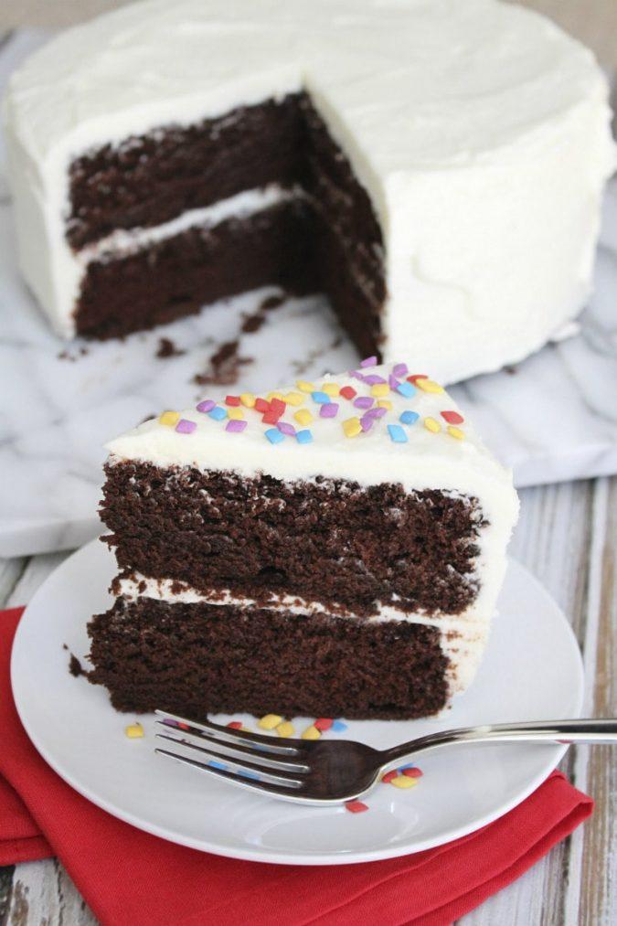 christmas-chocolate-cake-white-icing-675x1013 16 Mouthwatering Christmas Cake Decoration Ideas 2021