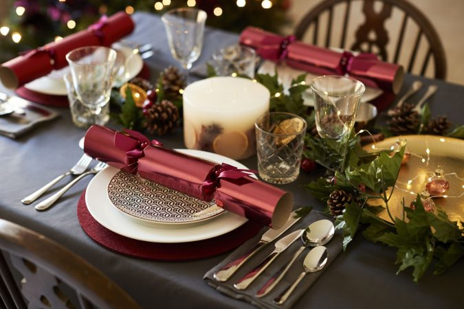 christmas-table-decoration-crackers-675x450 50+ Hottest Christmas Decoration Ideas for 2020