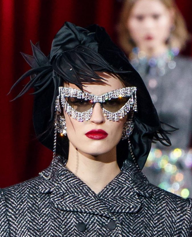 fall-winter-fashion-2020-adorned-hat-Dolce-and-Gabbana-2-675x830 10 Elegant Women's Hat Trends For Winter 2020