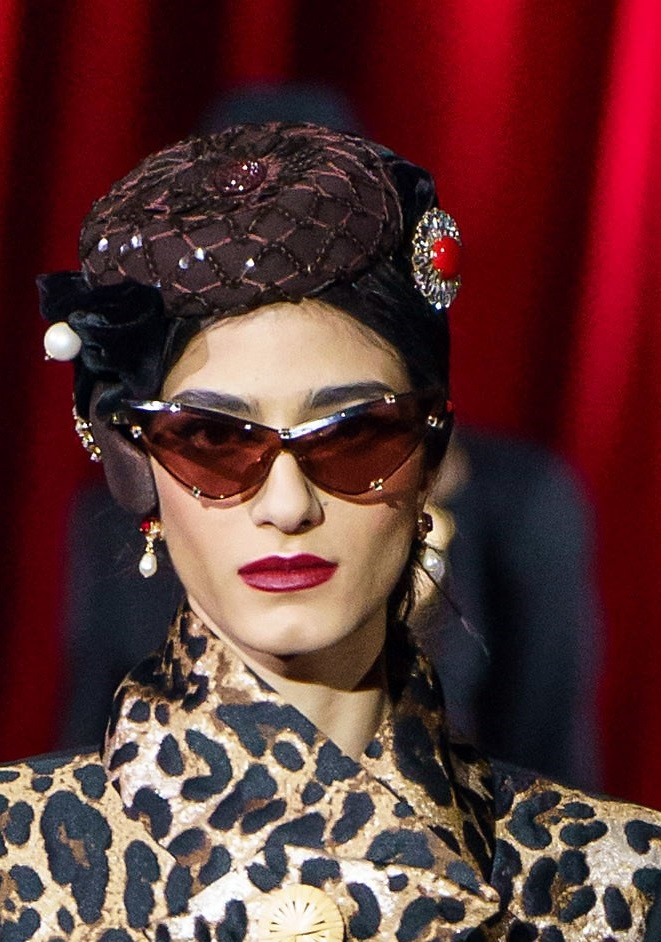 fall-winter-fashion-2020-adorned-hat-Dolce-and-Gabbana 10 Elegant Women's Hat Trends For Winter 2020