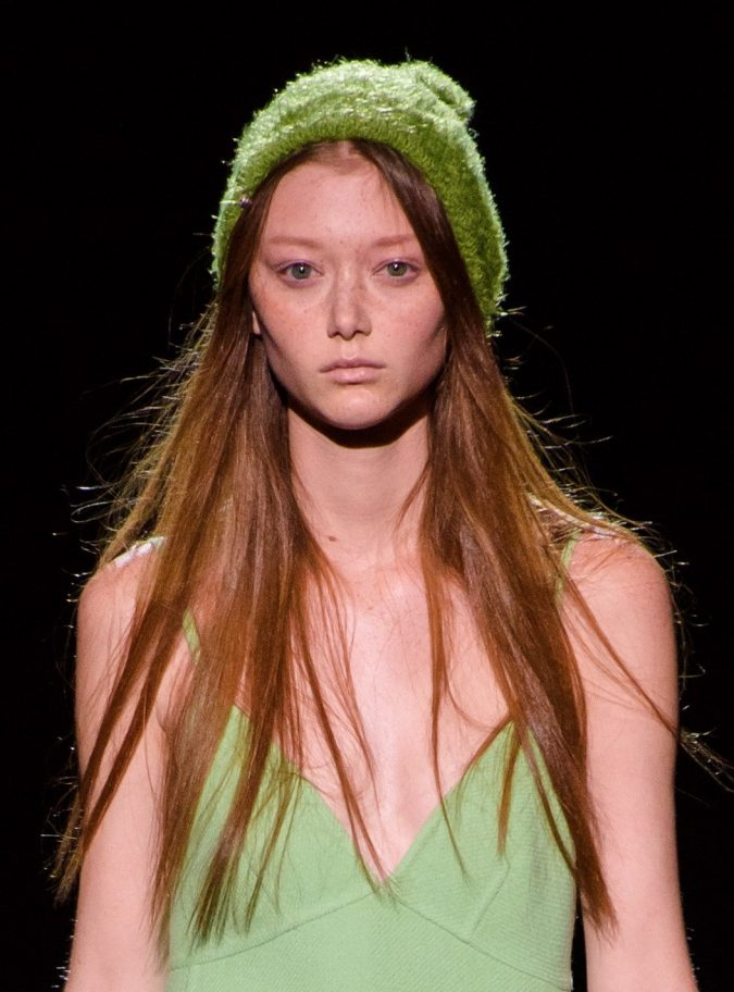 fall-winter-fashion-2020-beanie-Marc-Jacobs6-675x912 10 Elegant Women's Hat Trends For Winter 2020