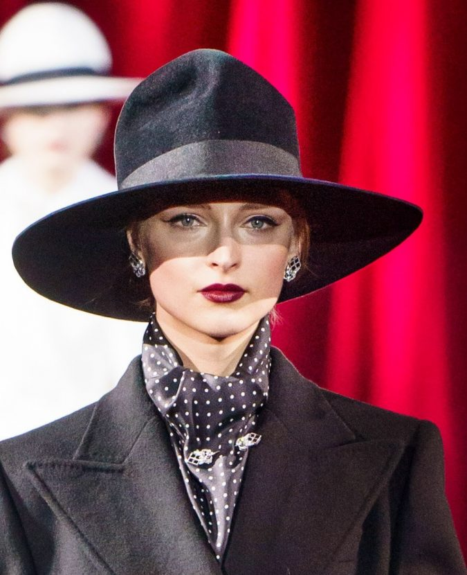 fall-winter-fashion-2020-fedora-hat-Dolce-and-Gabbana-675x830 10 Elegant Women's Hat Trends For Winter 2020