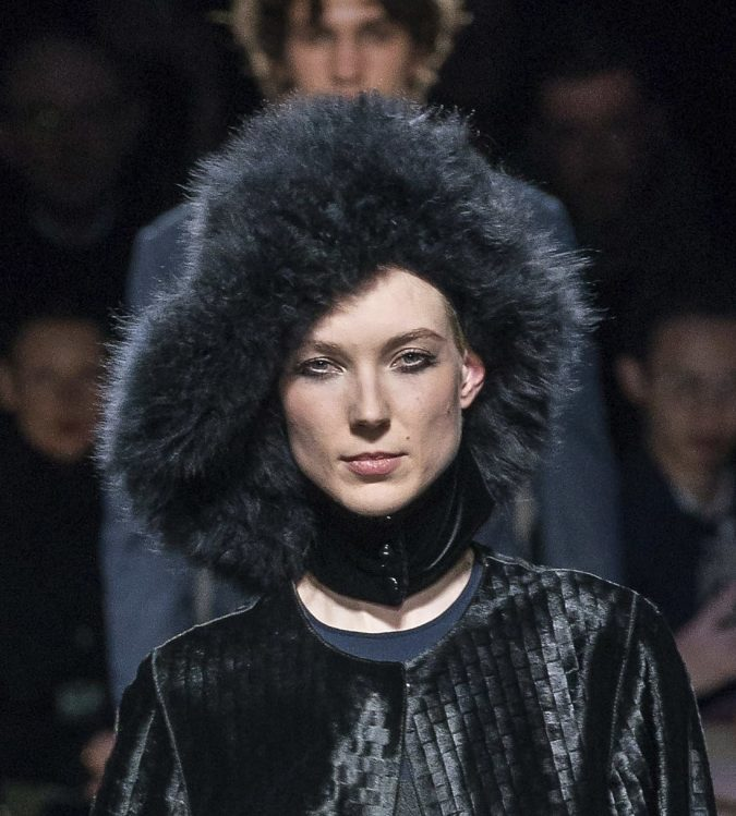 fall-winter-fashion-2020-fur-hat-Giorgio-Armani-675x749 10 Elegant Women's Hat Trends For Winter 2020
