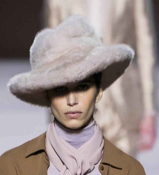 fall-winter-fashion-2020-fur-hat-Tom-Ford-675x741 10 Elegant Women's Hat Trends For Winter 2020