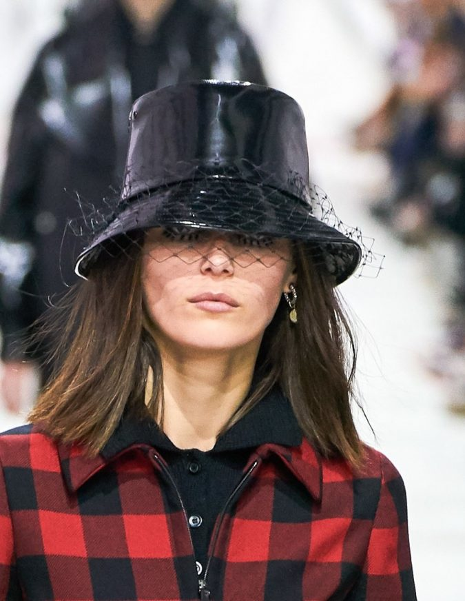 fall-winter-fashion-2020-plaided-dress-Dior-675x872 10 Elegant Women's Hat Trends For Winter 2020