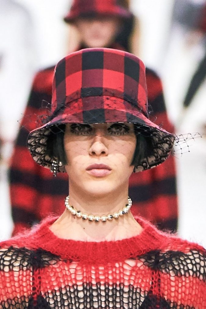 fall-winter-fashion-2020-plaided-pants-Dior-675x1011 10 Elegant Women's Hat Trends For Winter 2020