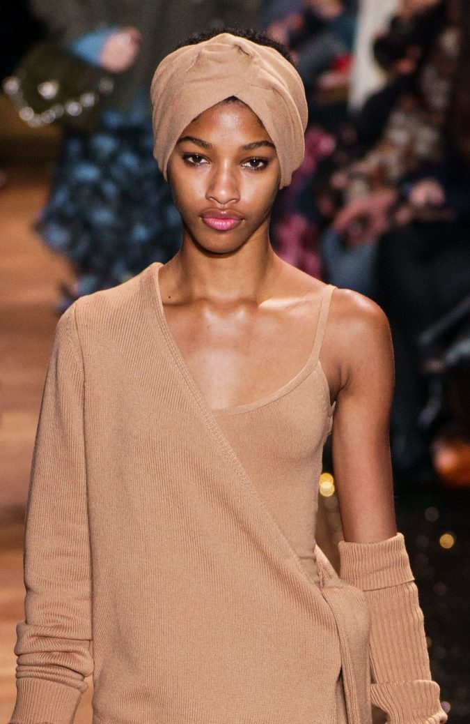 fall-winter-fashion-2020-turban-Michael-kors-675x1038 10 Elegant Women's Hat Trends For Winter 2020