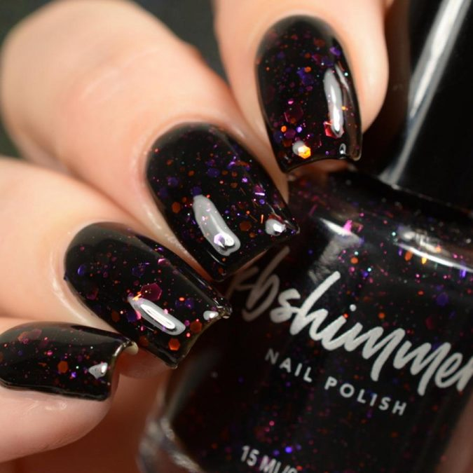 glitter-black-nails-3-675x675 10 Lovely Nail Polish Trends for Fall & Winter 2020