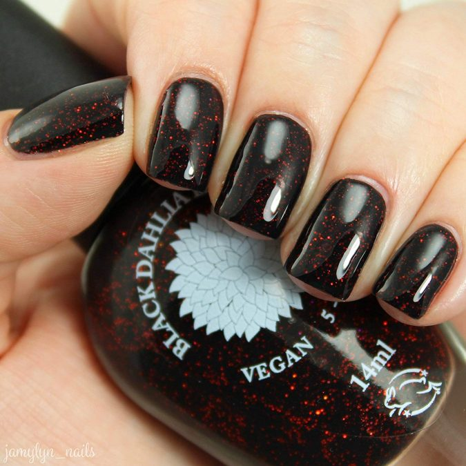glitter-black-nails-675x675 10 Lovely Nail Polish Trends for Next Fall & Winter