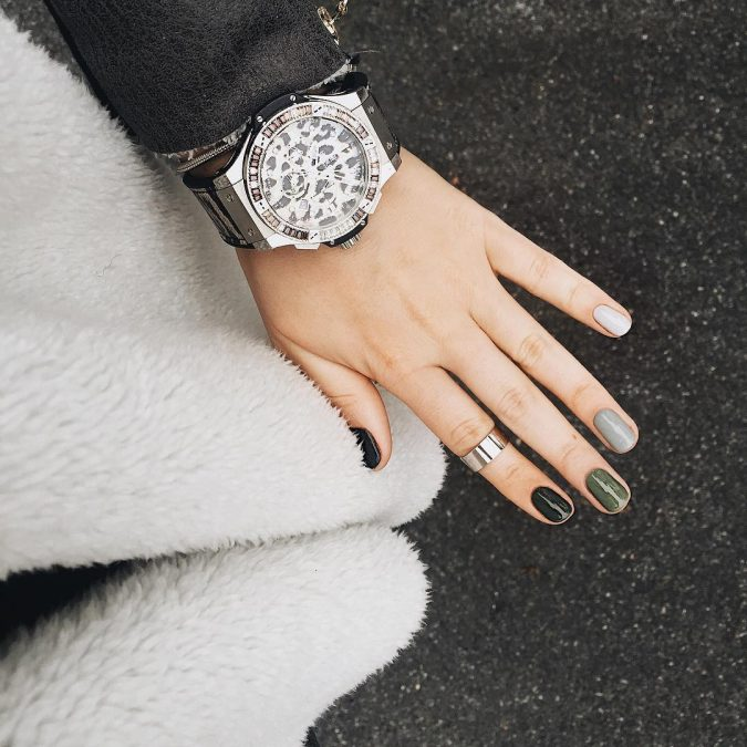 green-black-and-grey-nails-675x675 10 Lovely Nail Polish Trends for Next Fall & Winter