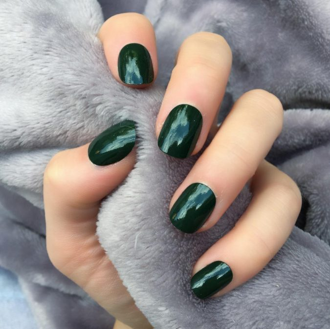 green-nails-2-675x674 10 Lovely Nail Polish Trends for Fall & Winter 2020