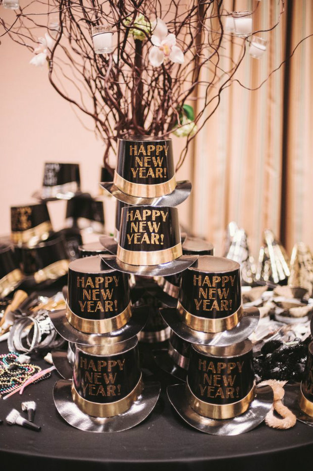 happy-new-years-eve-hats 10 Breathtaking New Year's Eve Party Decoration Trends 2020