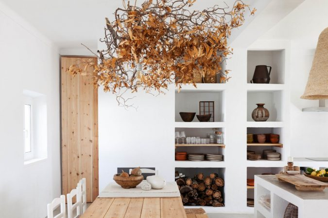 home-decor-kitchen-white-walls-fall-leaves-675x450 10 Latest Decor Trend Forecasts for Winter 2020