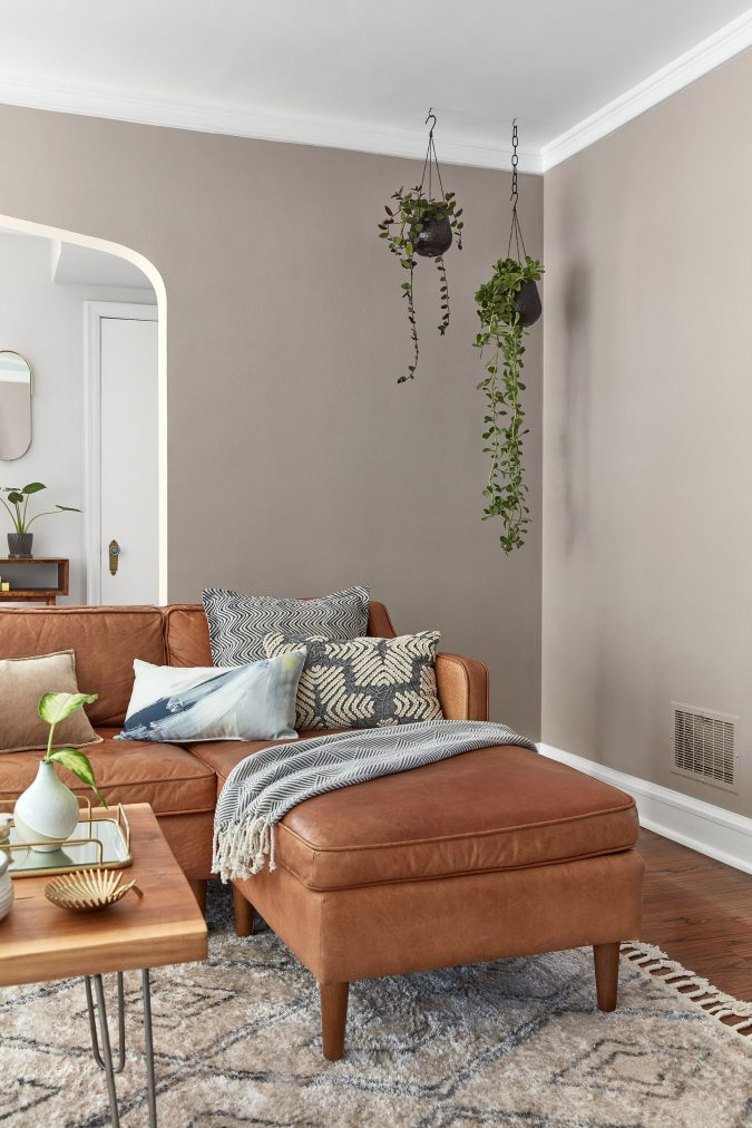 home-decor-living-room-leather-675x1012 10 Latest Decor Trend Forecasts for Winter 2020