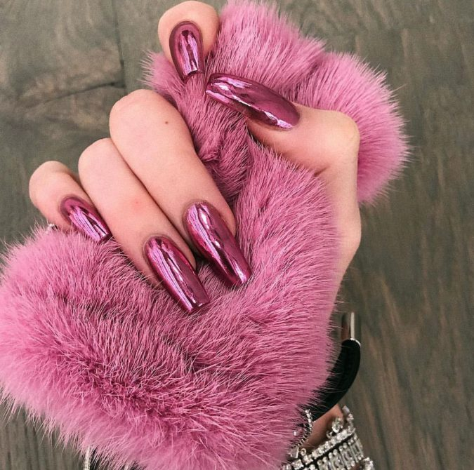 metallic-nails-2-675x670 Top 10 Most Luxurious Nail Designs for 2020