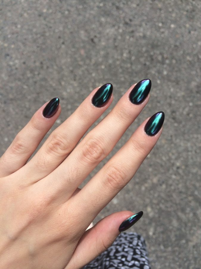metallic-nails-4-675x900 Top 10 Most Luxurious Nail Designs for 2021