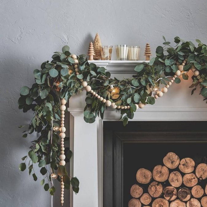 minimalist-christmas-garland-2-675x675 10 Breathtaking New Year's Eve Party Decoration Trends 2021