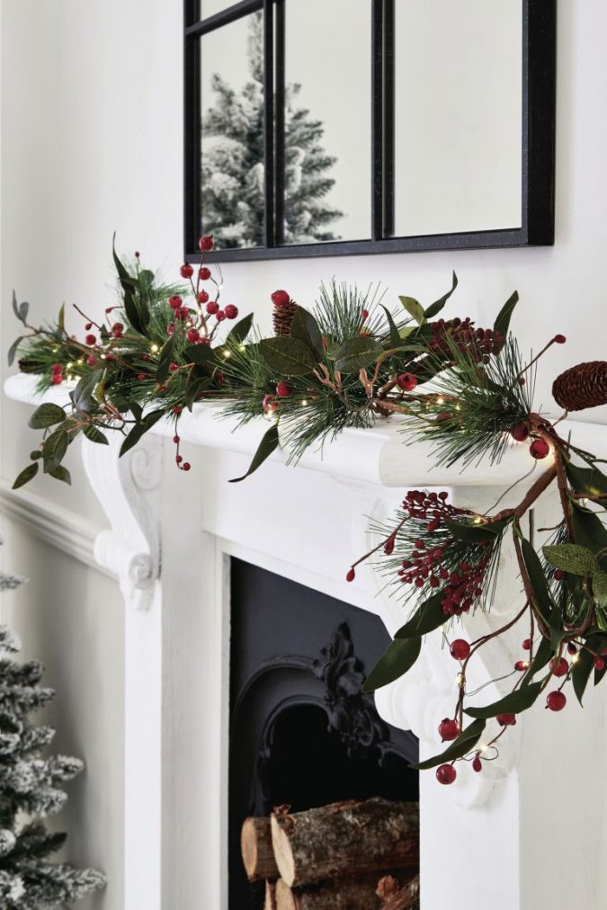 minimalist-christmas-garland-675x1012 50+ Hottest Christmas Decoration Ideas for 2020