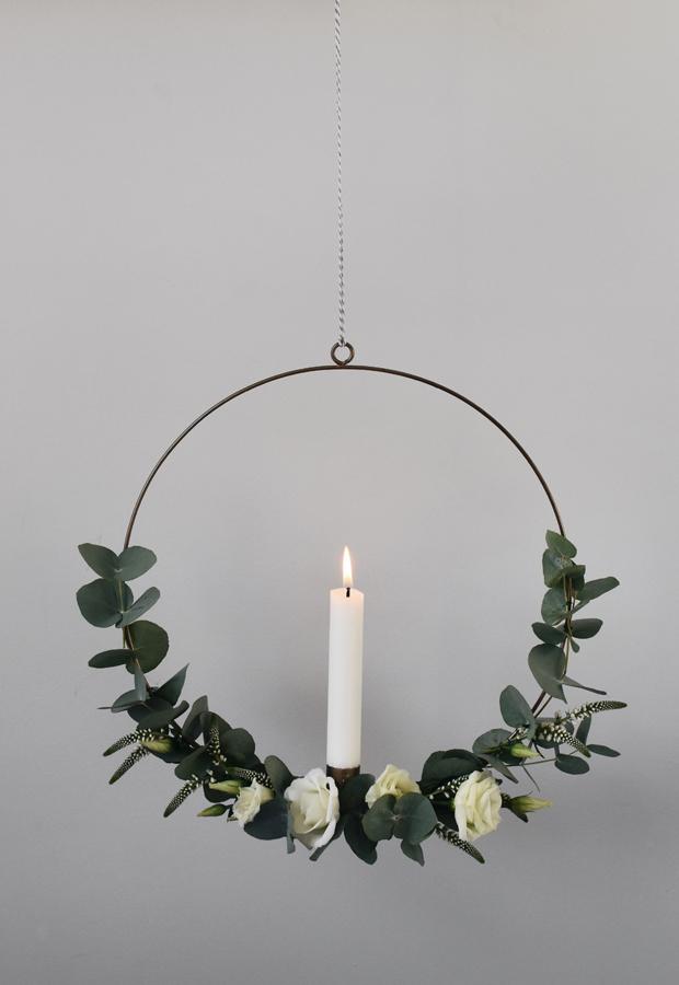 minimalist-christmas-garland-wreath-3 50+ Hottest Christmas Decoration Ideas for 2021