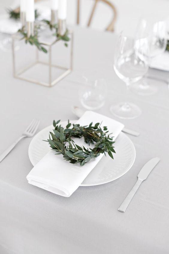 minimalist-christmas-table-decoration 50+ Hottest Christmas Decoration Ideas for 2021