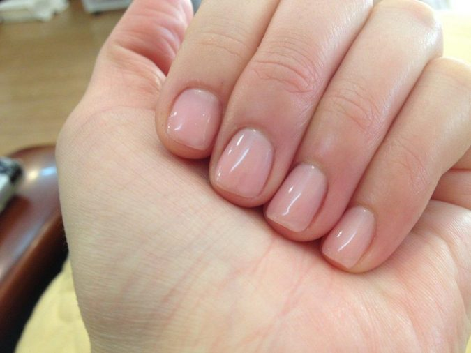 natural-looking-nails-3-675x506 10 Lovely Nail Polish Trends for Fall & Winter 2020