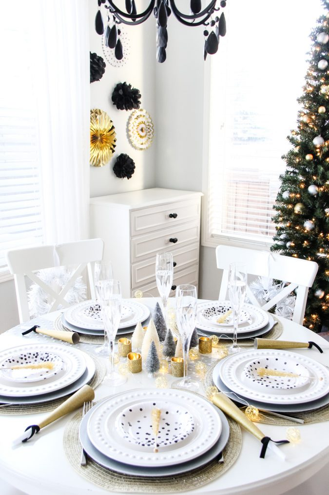 new-year-dinner-table-decoration-noisemakers-675x1013 10 Breathtaking New Year's Eve Party Decoration Trends 2021