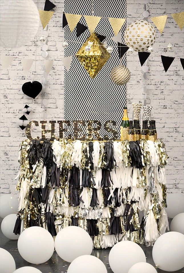 new-years-eve-champagne-bar 10 Breathtaking New Year's Eve Party Decoration Trends 2021