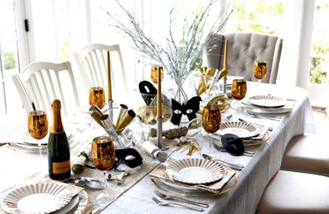 new-years-eve-decoration-dinner-table-675x440 10 Breathtaking New Year's Eve Party Decoration Trends 2020