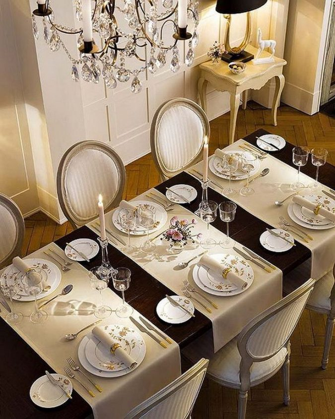 new-years-eve-dinner-table-decoration-1-675x844 10 Breathtaking New Year's Eve Party Decoration Trends 2021