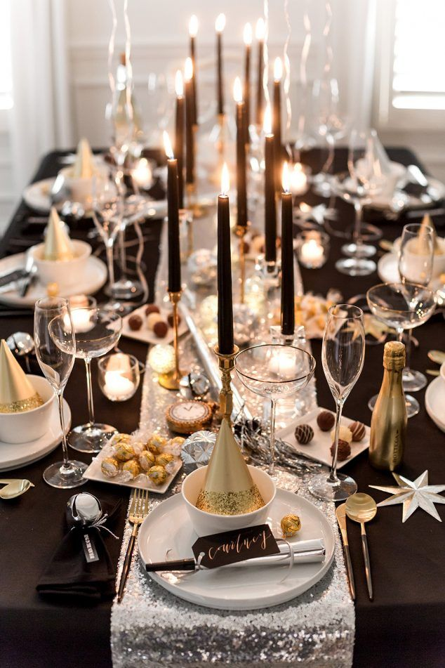 new-years-eve-dinner-table 10 Breathtaking New Year's Eve Party Decoration Trends 2020
