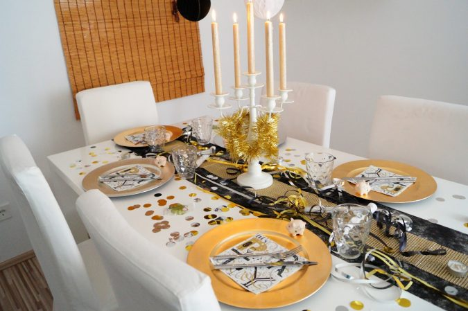 new-yearseve-dinner-table-decoration-675x449 10 Breathtaking New Year's Eve Party Decoration Trends 2020