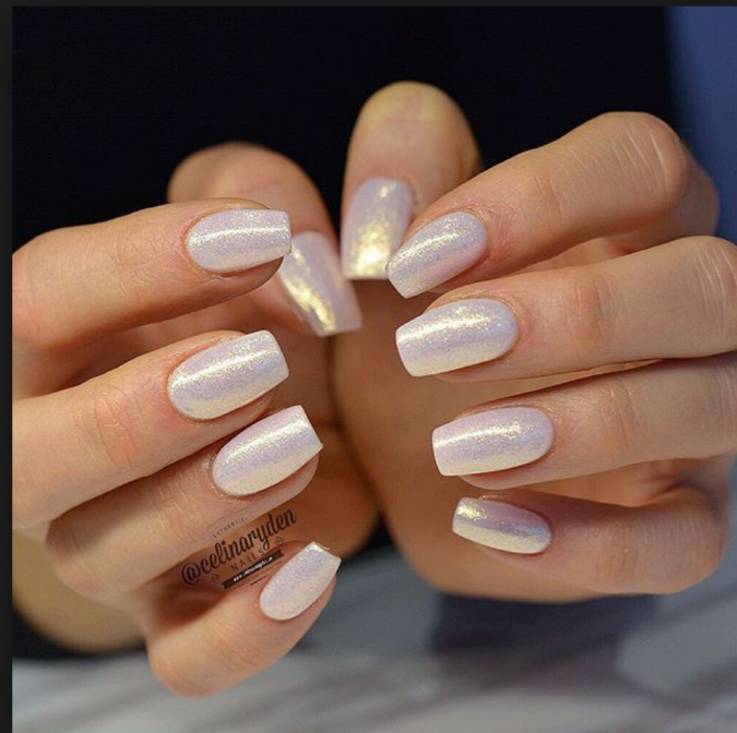 pearly-white-nails-3-675x672 10 Lovely Nail Polish Trends for Fall & Winter 2020